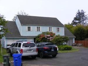 430/434 NE 9th, Newport, OR 97365 - Front exterior