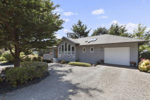 1510 NW Sandpiper Dr, Waldport, OR 97394