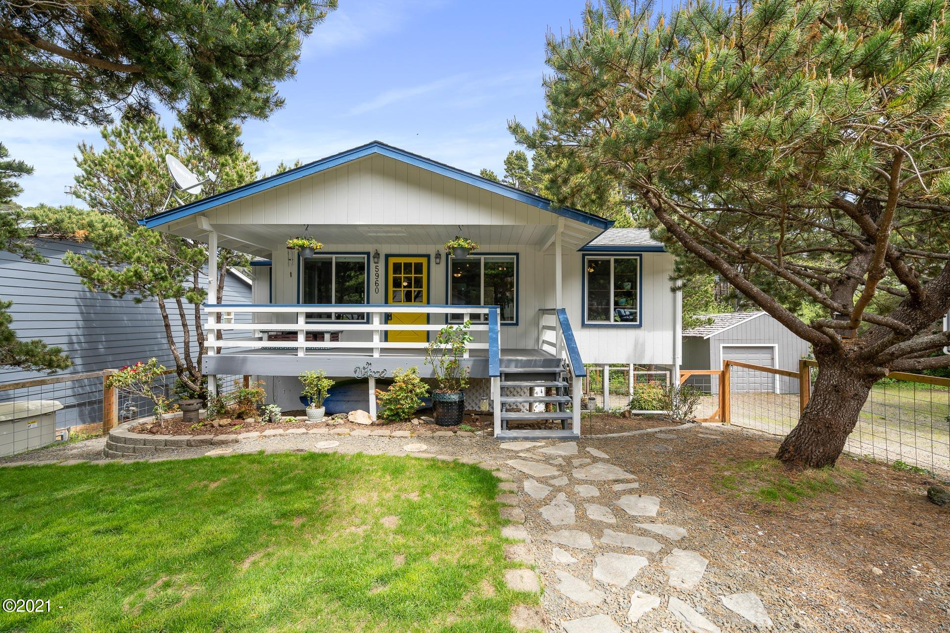 5960 Palisades Dr, Lincoln City, OR 97367