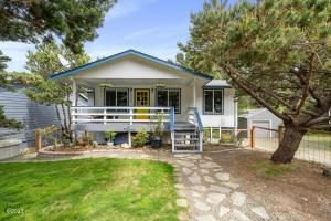 5960 Palisades Dr, Lincoln City, OR 97367 - Front exterior