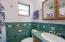 5960 Palisades Dr, Lincoln City, OR 97367 - Main level bath