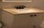 1416 NW Nye St, Newport, OR 97365 - guest bath
