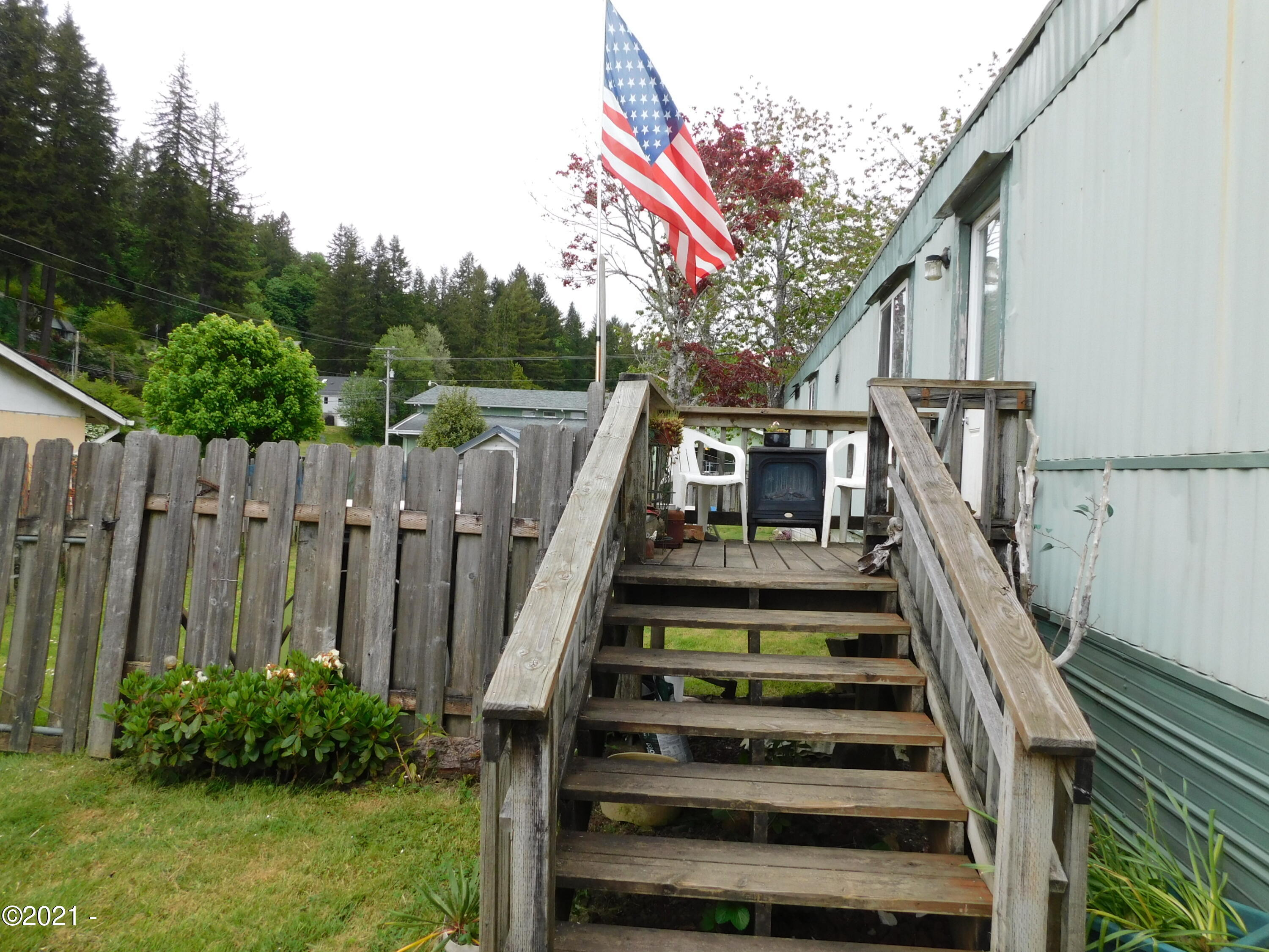 182 NW 10th St, Toledo, OR 97391 - 182 NW 10th