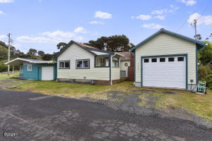 1440 NW Thompson St, Newport, OR 97365