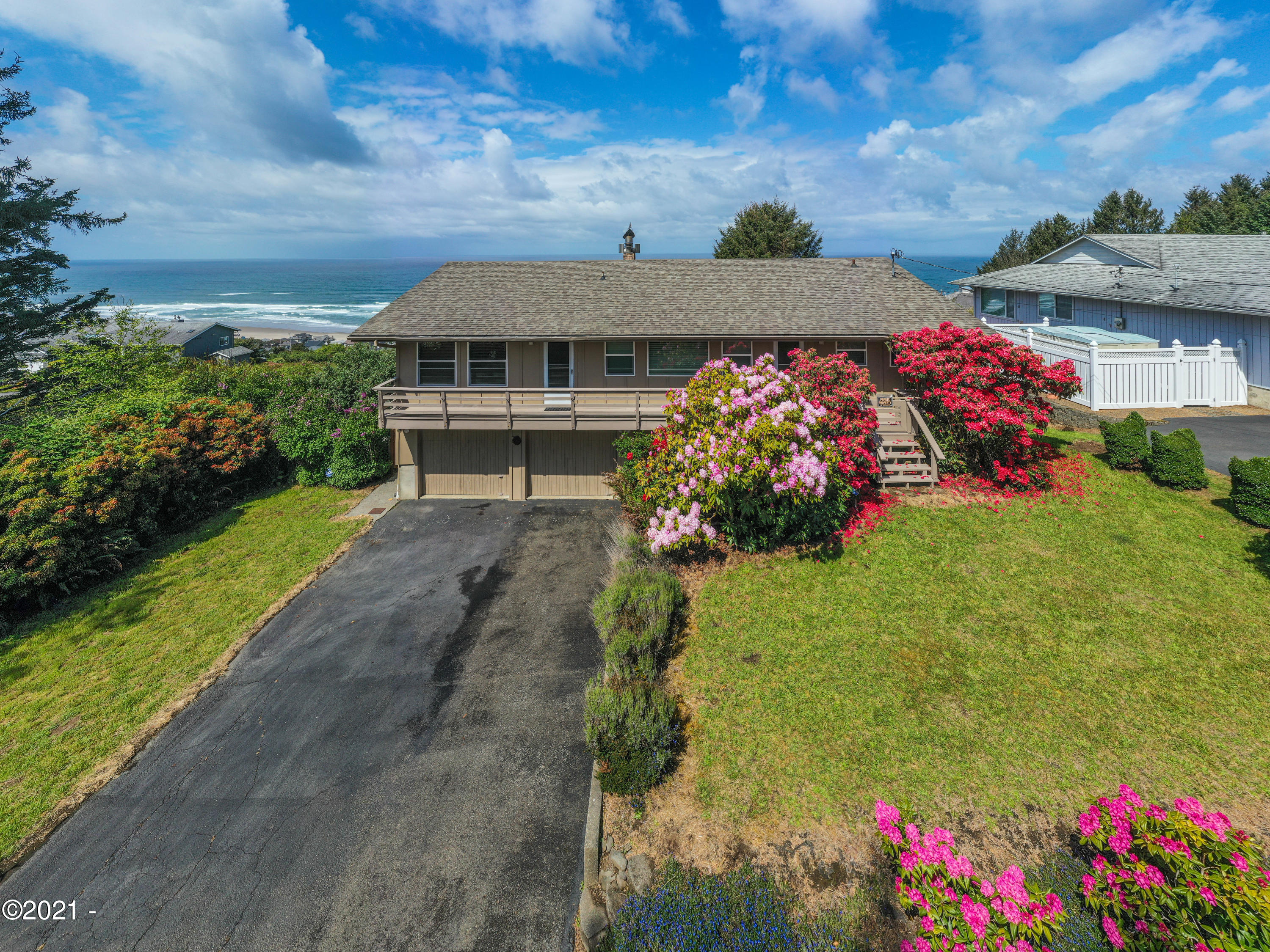 6537 NE Port Dr, Lincoln City, OR 97367 - Front view