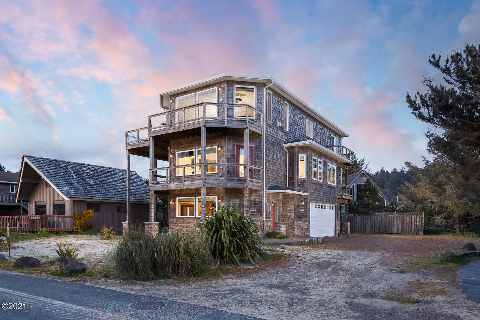 33585 Shore Dr, Pacific City, OR 97135