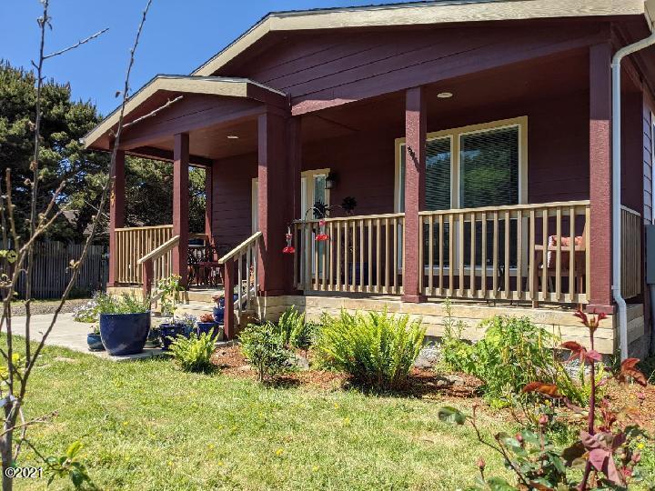 757 Driftwood Ln, Yachats, OR 97498 - Front yard