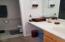 1644 Hamlet Ln, Eugene, OR 97402 - Master Bathroom