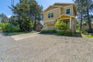 1190 SE 2nd Ct, Lincoln City, OR 97367 - Exterior of Home