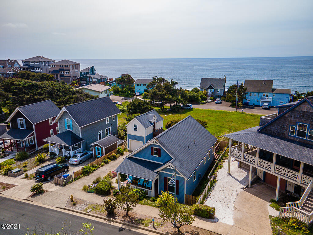 2477 SW Anemone Ave, Lincoln City, OR 97367