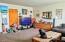 140 NE 10th Ct, Newport, OR 97365 - Living Room