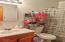 140 NE 10th Ct, Newport, OR 97365 - Bathroom.