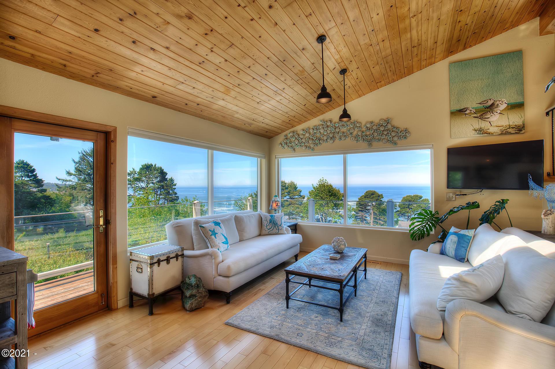 201 Ne Williams Avenue, Depoe Bay, OR 97341 - Living Room main level
