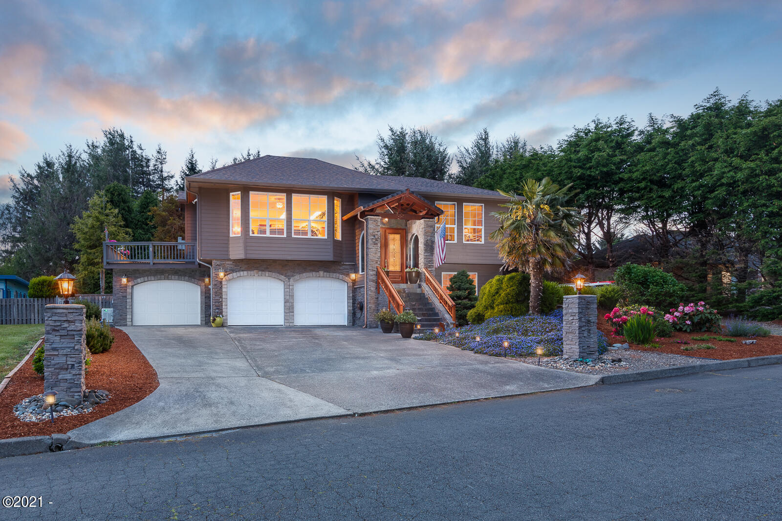 5155 NW Bell Ct, Lincoln City, OR 97367 - Twilight