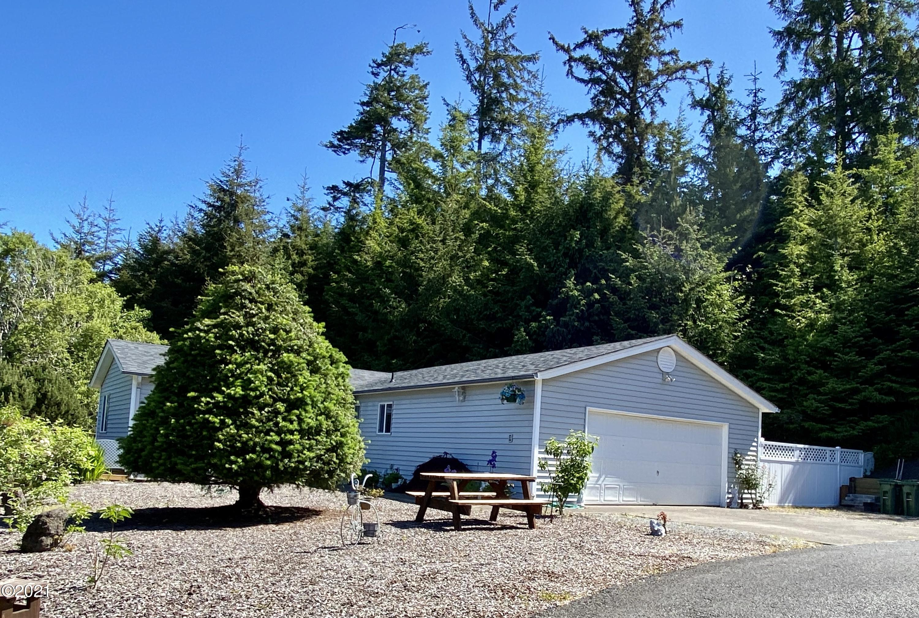 615 SE Ball Blvd, Waldport, OR 97394 - Front of Home