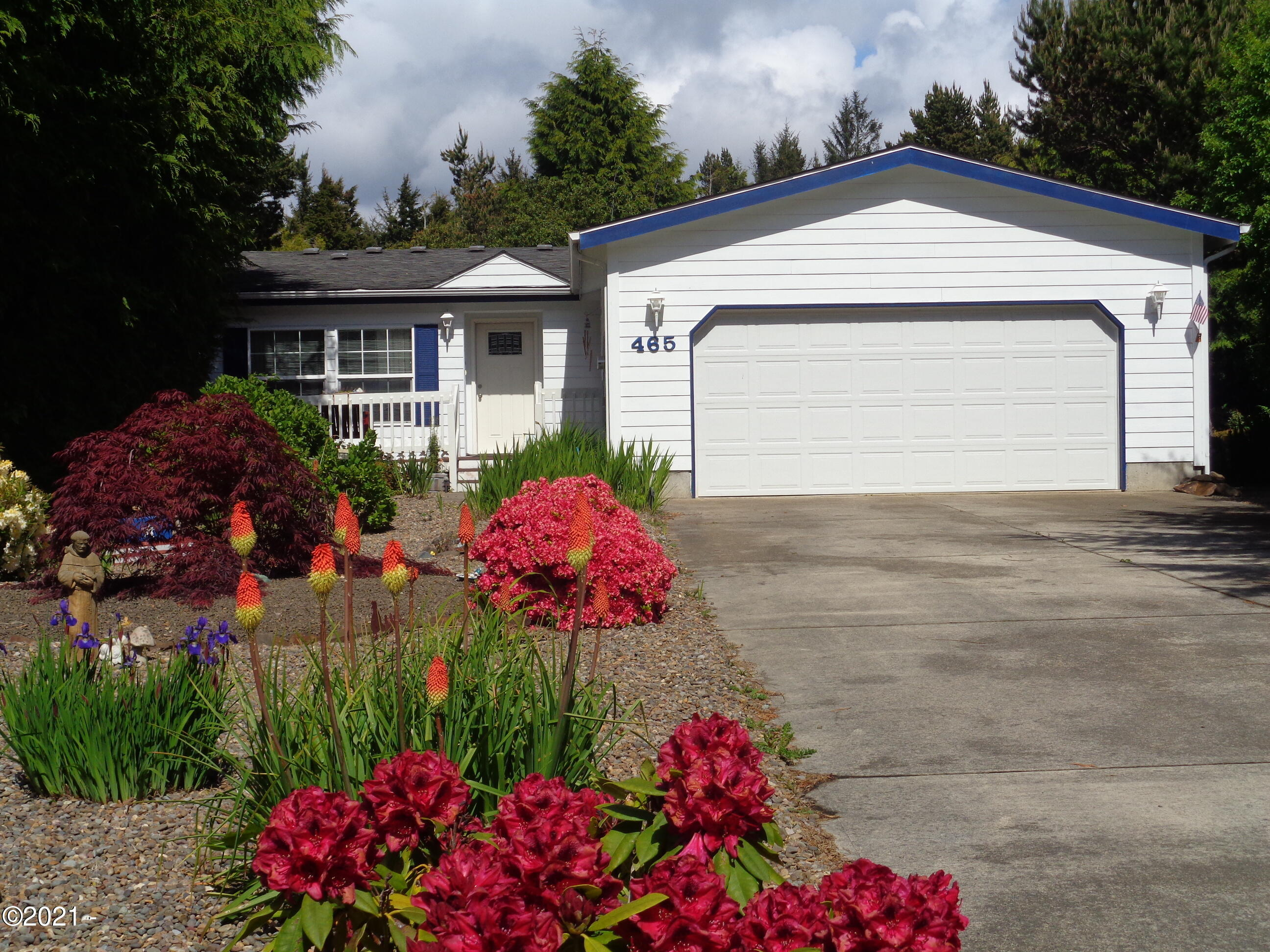 465 Seagrove Loop, Lincoln City, OR 97367 - Front Elevation