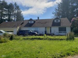 2449 NE 36th Dr., Lincoln City, OR 97367 - front of home