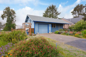 811 SE Jetty, Lincoln City, OR 97367 - Front