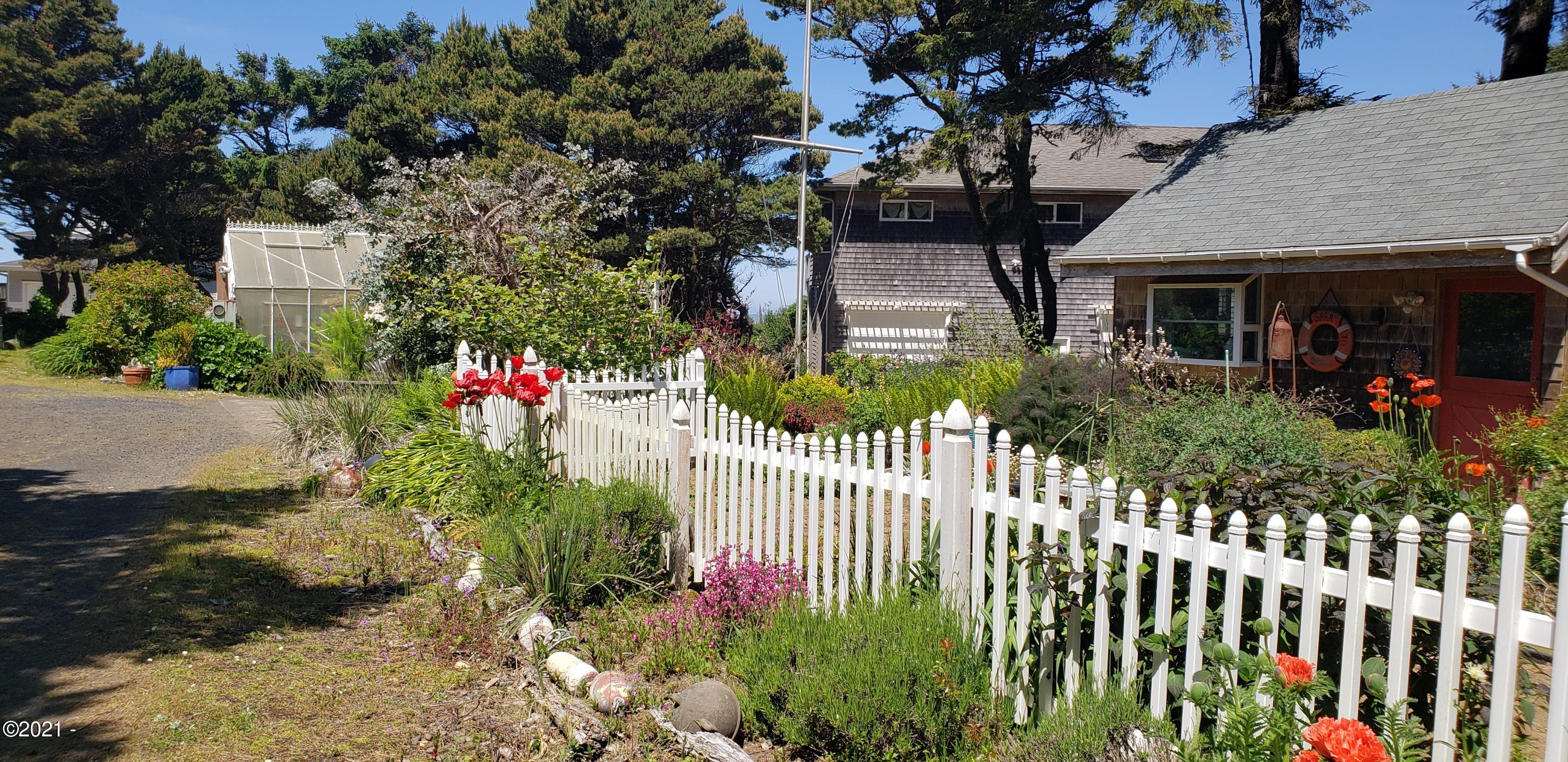 6215 Hwy 101 N, Yachats, OR 97498 - Mature Landscaping
