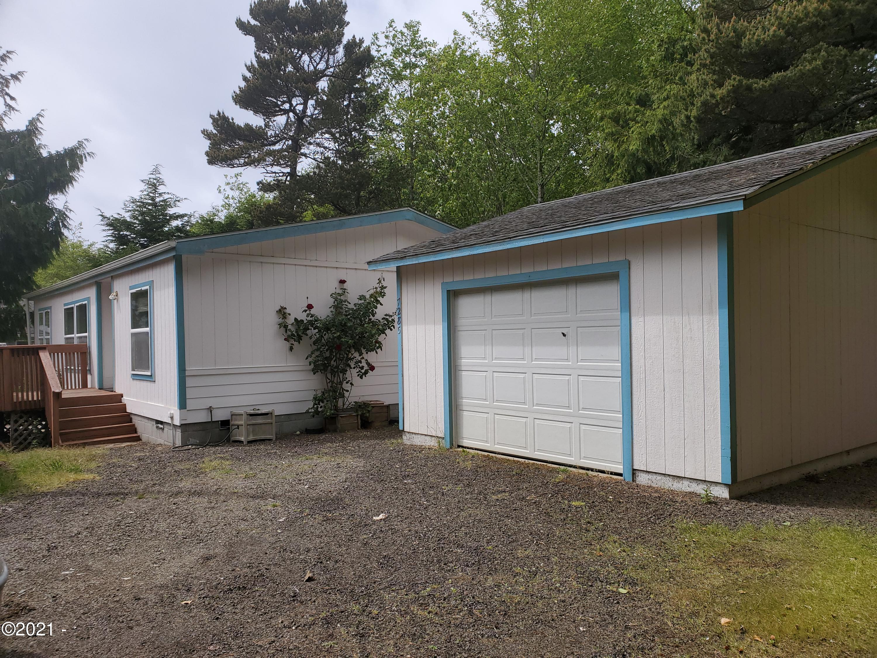 7285 Holiday Ave, Gleneden Beach, OR 97388 - Front Home View