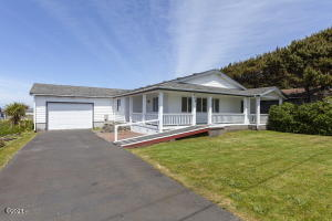 469 W 7th St, Yachats, OR 97498 - Front Of The Home