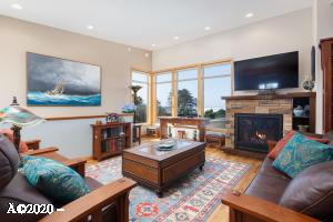 25 Catkin Loop, Yachats, OR 97498 - Living Room