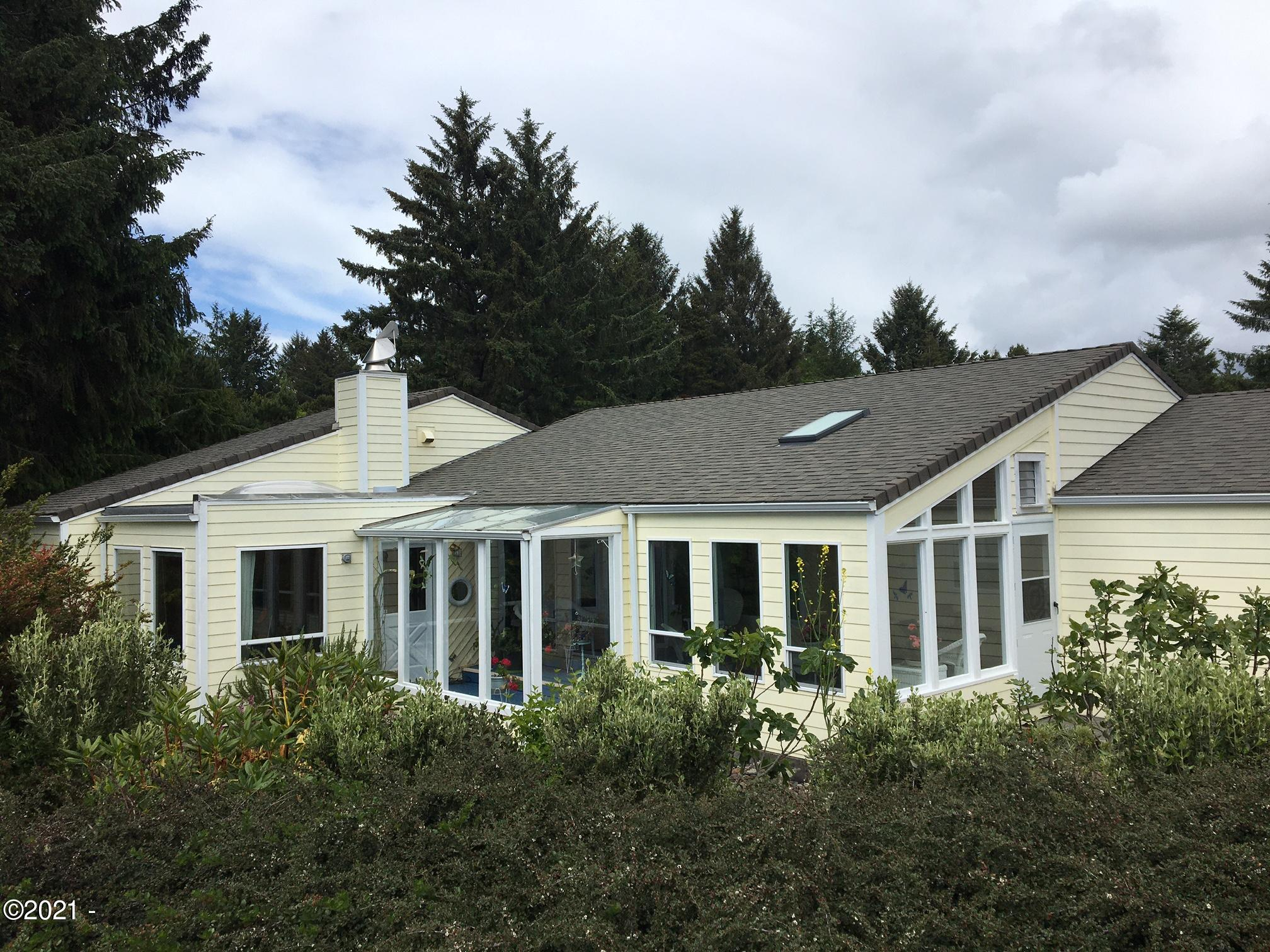 860 NW Estate Dr, Seal Rock, OR 97376