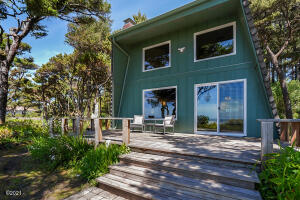 1318 NW Voyager Way, Seal Rock, OR 97376 - Oceanfront Cottage