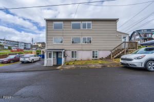 529 & 531 SW 32nd St, Lincoln City, OR 97367 - Triplex