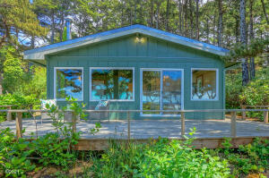 1322 NW Voyager Way, Seal Rock, OR 97376 - Oceanfront Cottage