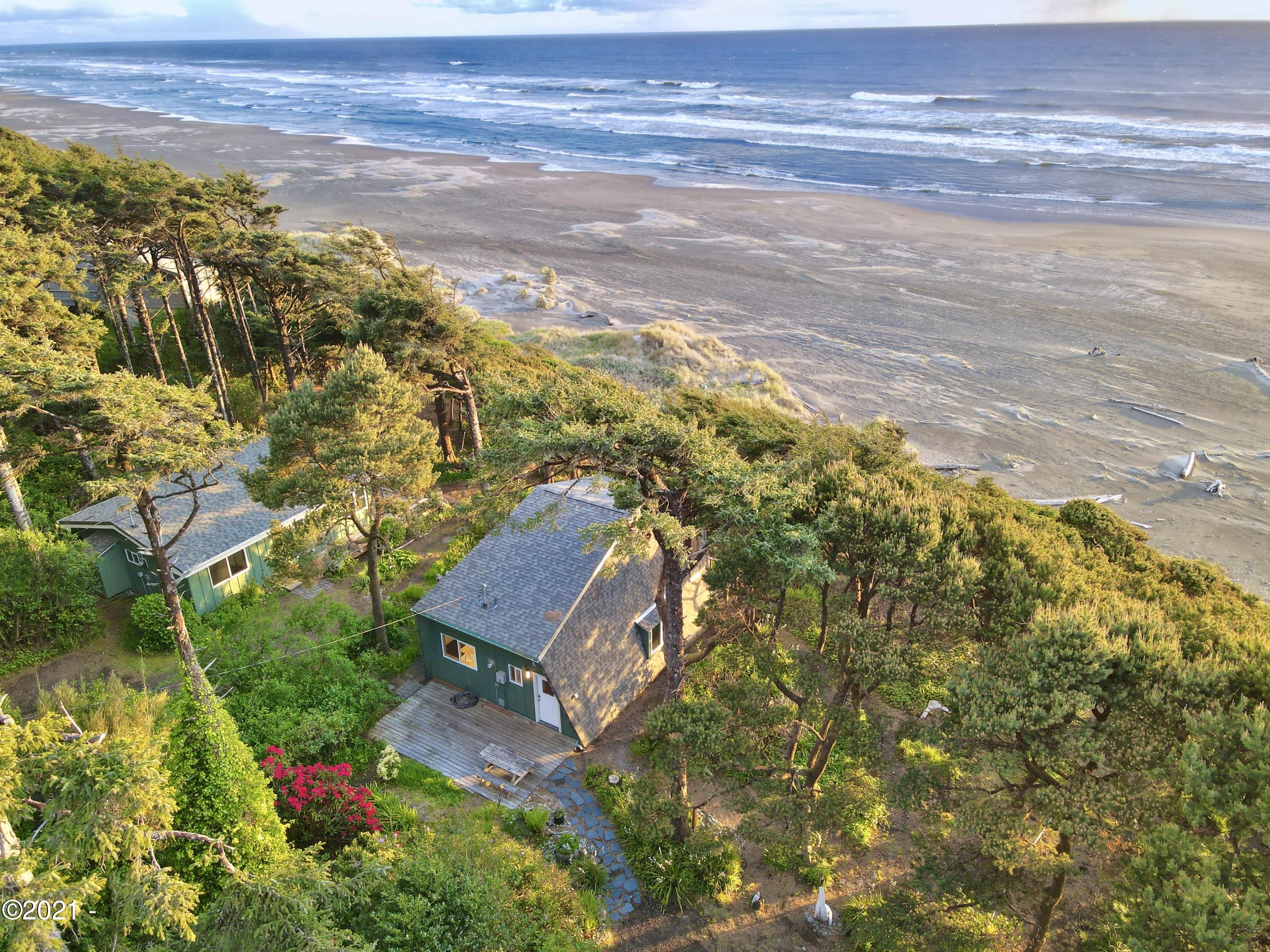 1322/1318 NW Voyager Way, Seal Rock, OR 97376