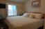 917 SW Pine Ave, Depoe Bay, OR 97341 - Guest Bedroom