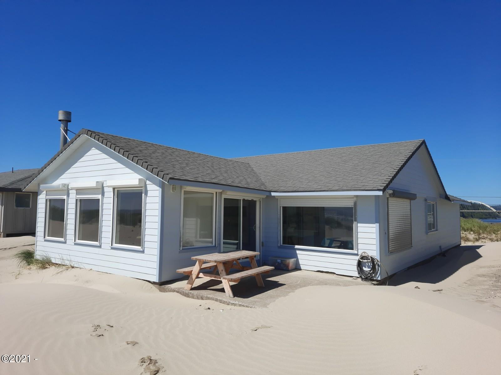 30 NW Oceania Dr, Waldport, OR 97394