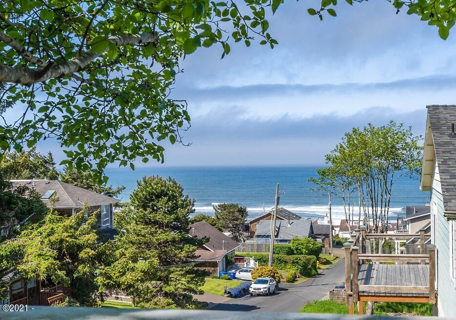 1961 NE 67th St, Lincoln City, OR 97367 - View