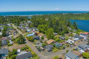 257 Se Surf Ave, Lincoln City, OR 97367 - Near it all