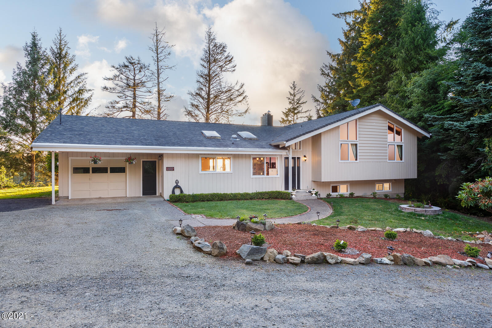 380 NE Hillside Dr, Waldport, OR 97394 - Front of House
