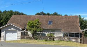 1303 SW Fleet Ave, Lincoln City, OR 97367