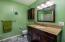 567 NE 20th Pl, Newport, OR 97365 - Guest Bathroom
