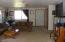 926 NE Fogarty St, Newport, OR 97365 - Entry/living rm