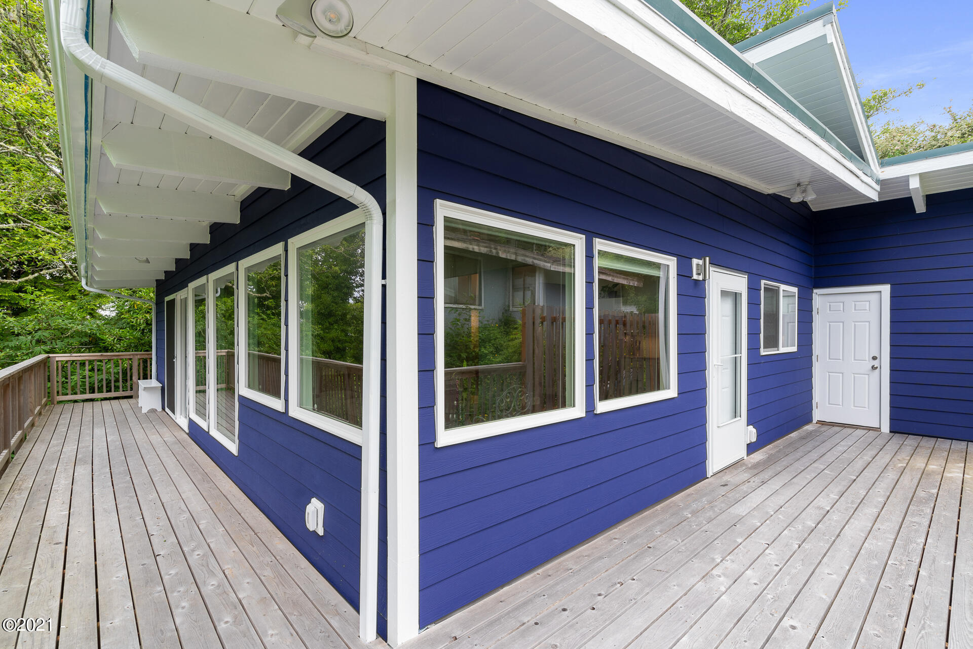 254 S Falcon St, Rockaway Beach, OR 97136 - Beautifully Appointed Home