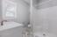 2514 SW Dune Ave, Lincoln City, OR 97367 - Main floor en suite bath