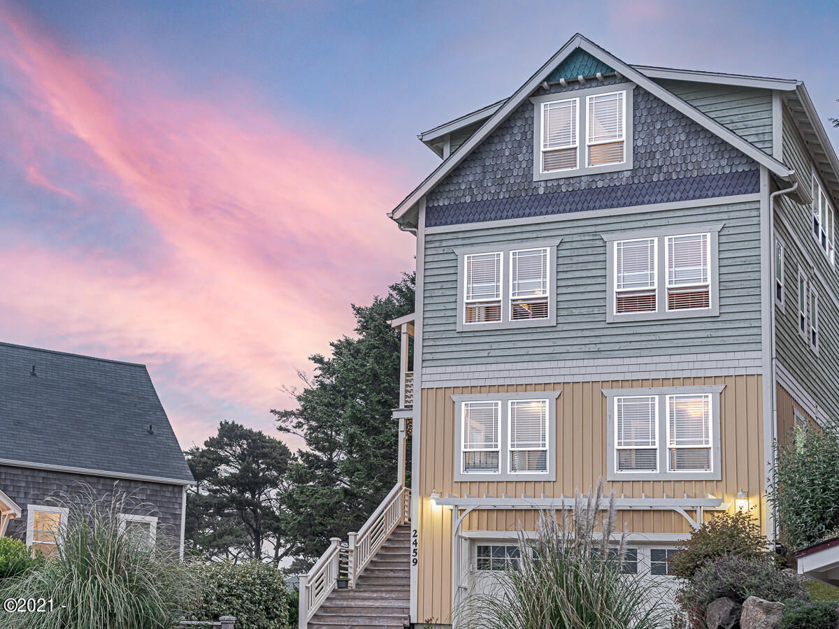 2459 SW Anemone Ave, Lincoln City, OR 97367