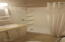 891 NW 6th St, Toledo, OR 97391 - bathroom