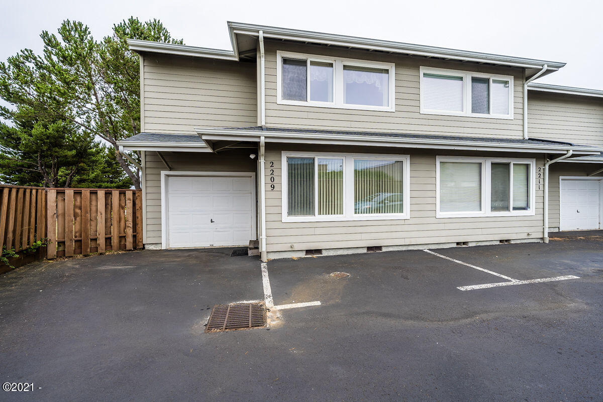 2209 NW Oar Pl, Lincoln City, OR 97367 - Front exterior