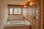 558 Point Ave, Depoe Bay, OR 97341 - master spa tub