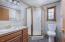 6350 Raymond Ave, Gleneden Beach, OR 97388 - Upstairs Guest Bath