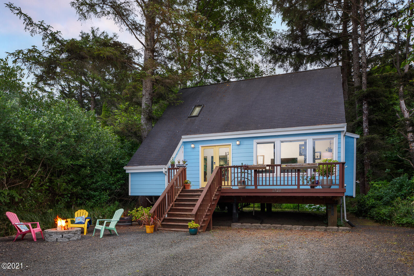 1320 SE 2nd Ct, Lincoln City, OR 97367