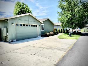 658 NE Shoshone Dr, Redmond, OR 97756 - Front of Home