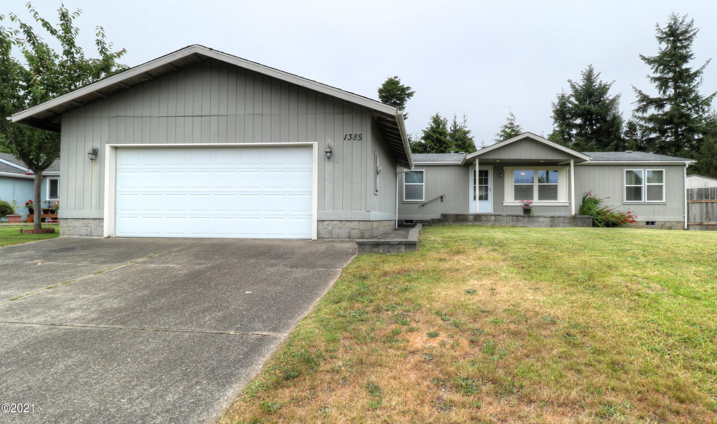1385 SW Ironwood Dr, Waldport, OR 97394 - Exterior