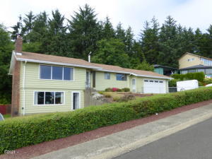 1037 SE 1st St, Newport, OR 97365 - From SW